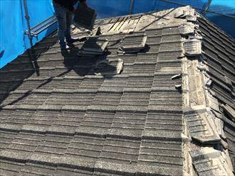 江戸川区西瑞江で葺き替え工事の瓦降ろし作業