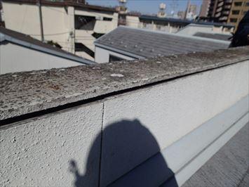側面の板と天板の間に隙間