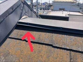 三鷹市大沢で点検した屋根は棟板金が浮いていました