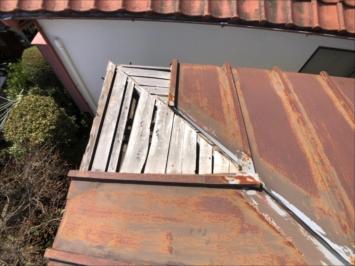 三鷹市井口で強風の被害に遭った瓦棒葺きの屋根を調査しました