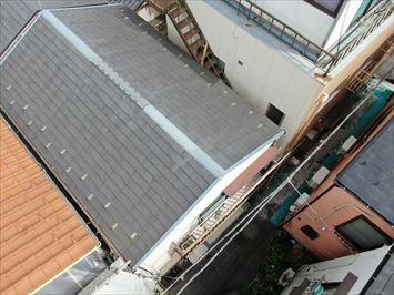 荒川区町屋で屋根の浮き上がりを指摘されたお客様の化粧スレート屋根をドローン調査に伺いました