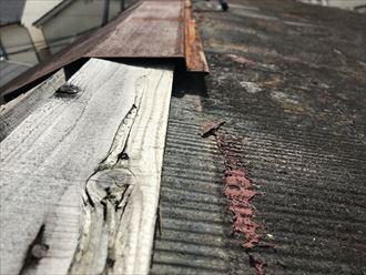 棟板金の浮き症状