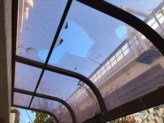 江東区亀戸でベランダテラス屋根の損壊、強風災害のよるご被害の為火災保険を申請します