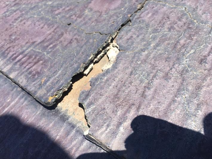 小平市天神町にてコロニアルNEOの屋根のお宅を点検、一度メンテナンスを塗装で行ったそうです