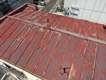 荒川区東尾久で風災被害に遭われた瓦棒屋根の調査に伺いました