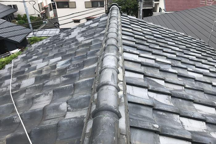 瓦屋根の調査状況