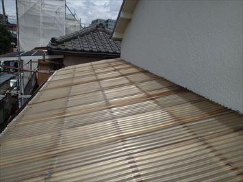 江戸川区松江でベランダ波板屋根の雨漏り調査に伺いました