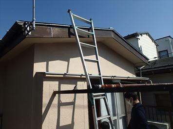 ベランダから屋根に登る