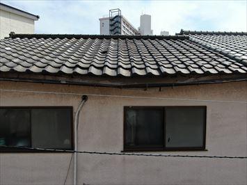 江東区南砂で軒先が落ちそうになっている瓦屋根の調査に伺いました