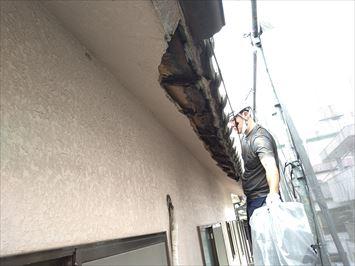 江東区南砂で軒先の崩れた瓦屋根の安全確保作業を行いました