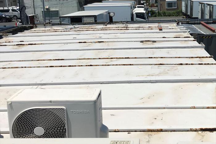 鉄製の瓦棒屋根