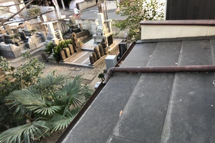 緩勾配に横葺き屋根