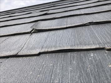 めくれ上がった屋根