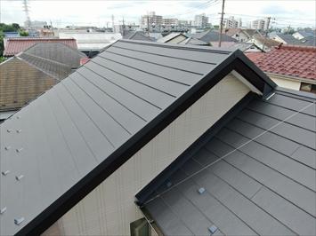 西東京市中町で屋根カバー工事をおこなった建物はドローンを飛ばして一年点検実施