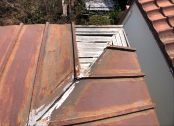 野地板が見えている屋根