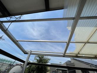 破損したベランダの屋根