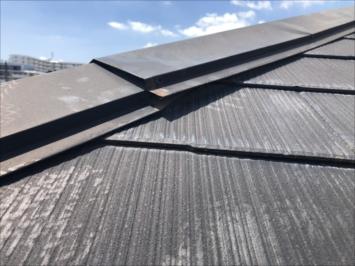調布市多摩川で棟板金が緩んだ屋根の点検をしました