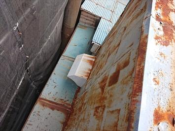 屋根と外壁の納まり