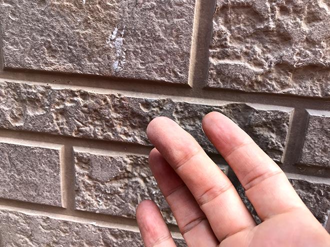 三鷹市北野でチョーキング・苔の発生・コーキング劣化の起きた外壁に対し塗装工事のご提案