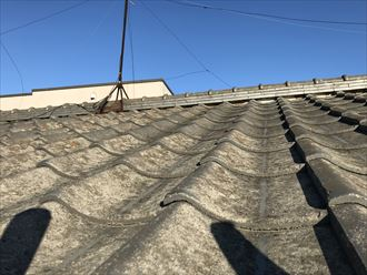 セメント瓦の表面の劣化
