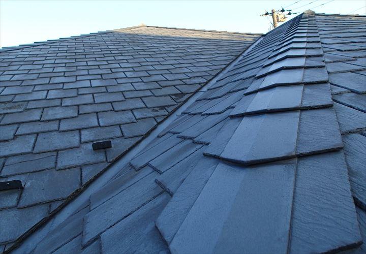 亀裂の発生したアーバニー屋根