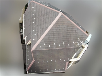 複雑で勾配のきつい屋根