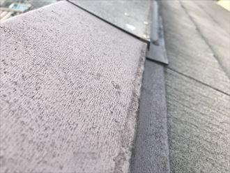 棟板金の表面の色褪せ